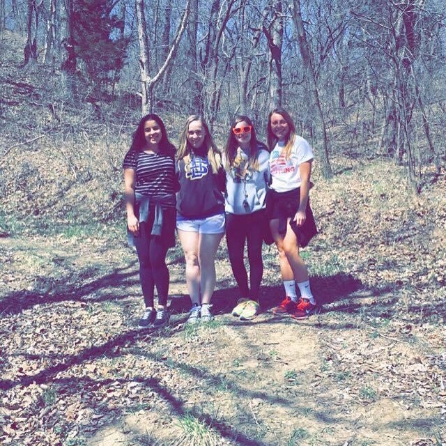 Com as amigas Megan, Paityn, Hannah