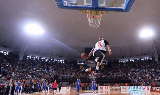 O programa de Férias Teen em Toronto, inclui um jogo de basquete da NBA.