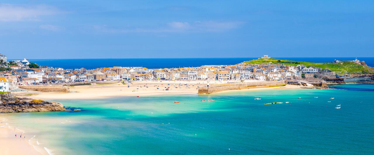Praia St Ives, um dos pontos turísticos para quem estuda inglês na Inglaterra