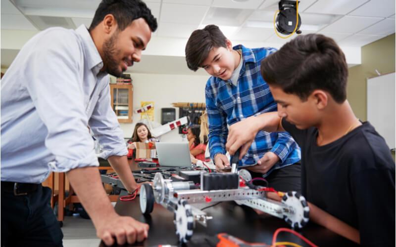 Aula de robótica durante o High School