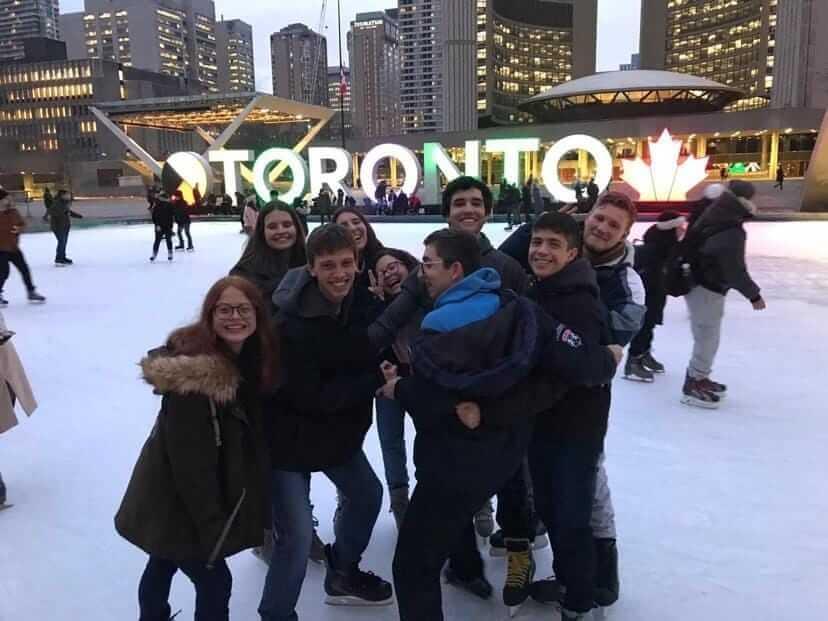 Manuela e seus amigos no Férias Teen Toronto