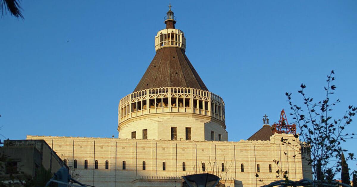 Imagem da Basílica de Assunção, na cidade de Nazaré, um dos destinos selecionados para turismo cristão.