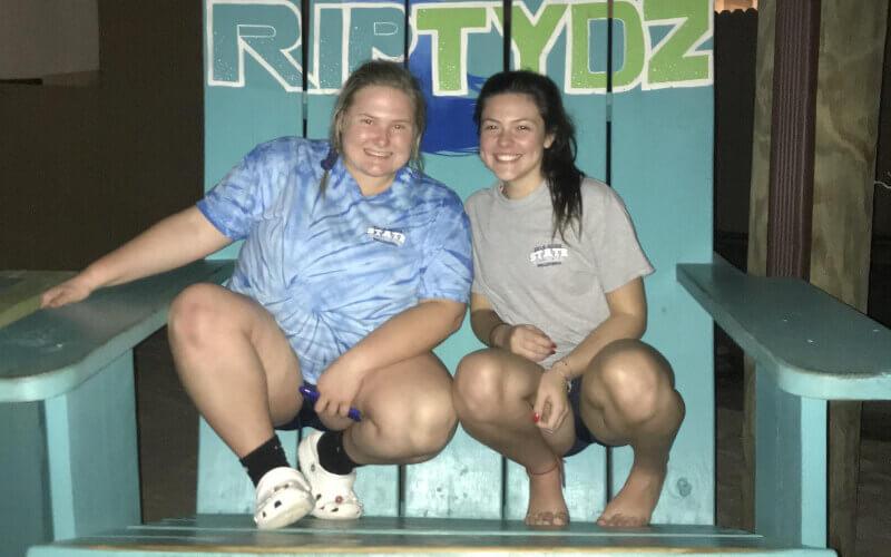 Rafaela e sua amiga em Mytle Beach, na Carolina do Sul