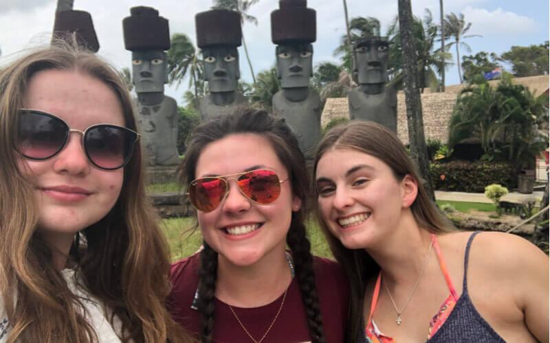 Rafaela e suas melhores amigas no Hawaii