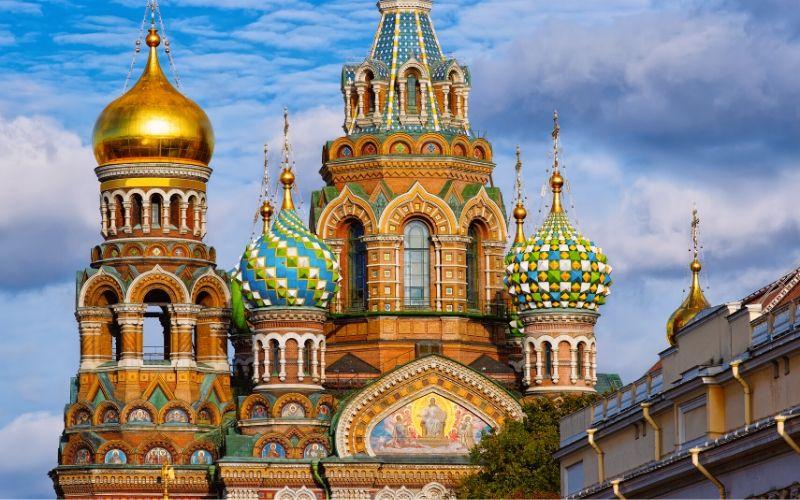 A Intercultural possui cursos de idiomas em São Petersburgo. Consulte as opções!