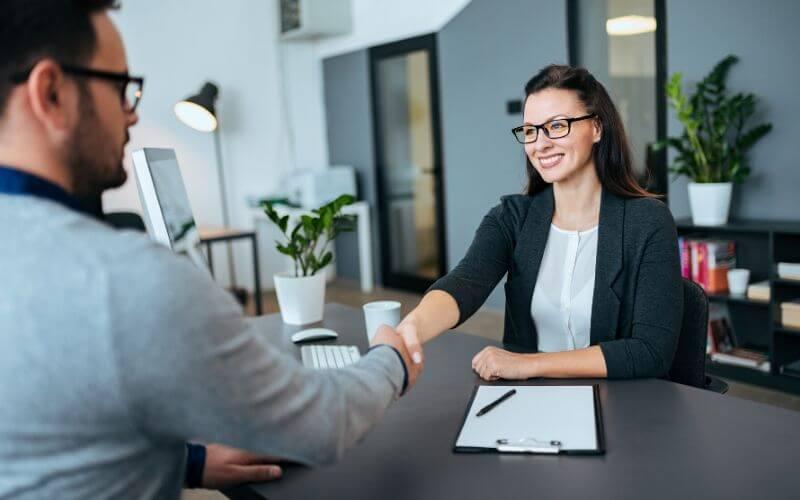 Um curso de espanhol é uma boa forma de competir mais no mercado de trabalho