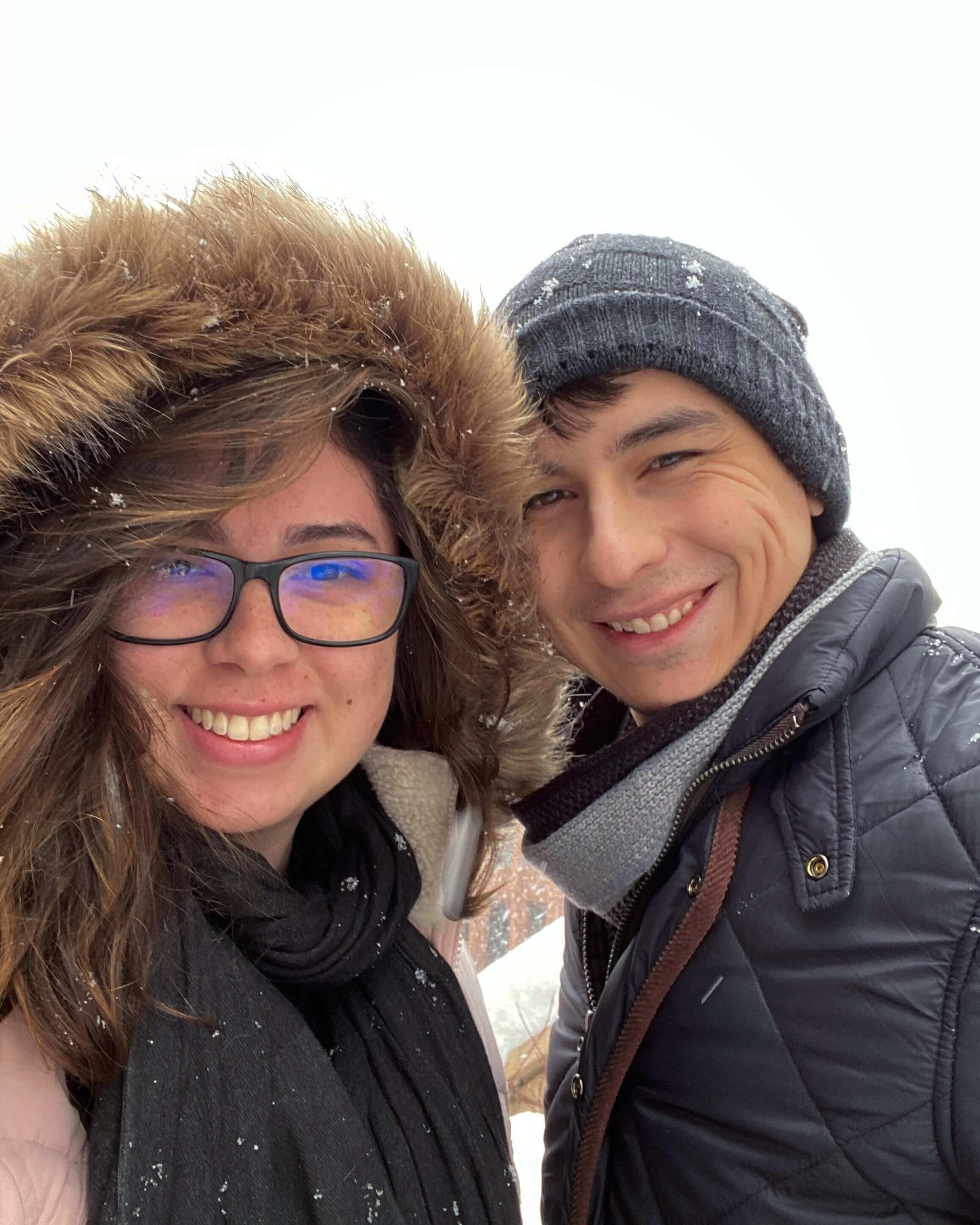 Bruna e Eduardo estavam namorando durante o intercâmbio e depois ficaram noivos