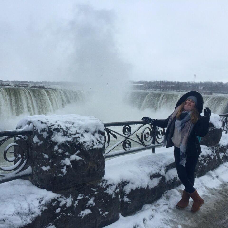 Jéssica fez curso de idiomas em Toronto