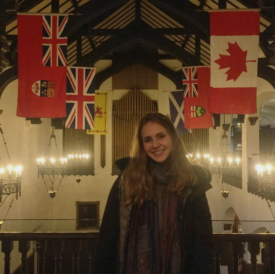 Jéssica fez intercâmbio com curso de idiomas em Toronto